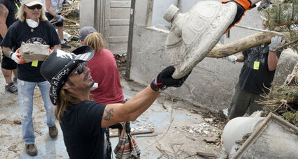 Bret Michaels visits tornado-damaged Nebraska town