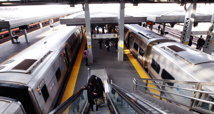 America's busiest commuter railroad on the verge of strike (+video)