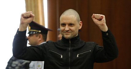 Putin sends a message? Opposition leaders get prison for staging riots