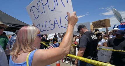 Murrieta migrant protests: Tensions grow as border crisis hits home