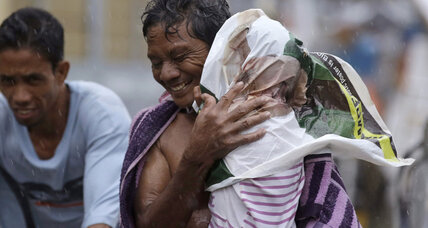 Twelve killed as Typhoon Rammasun swamps Philippines (+video)