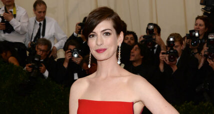 Anne Hathaway joins celebs using paparazzi pics for good (+video)