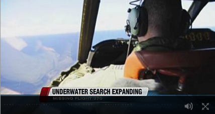 Hunt for Malaysia Airlines jet moves from air to sea floor (+video)