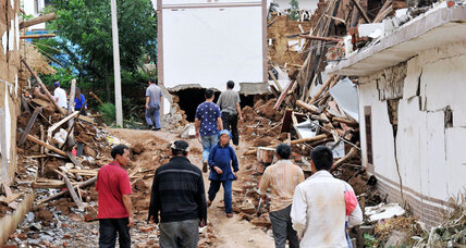 China earthquake: 12,000 homes collapse, hundreds dead (+video)