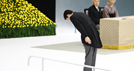 Analysis: Abe draws ire even as he avoids war shrine on WWII anniversary