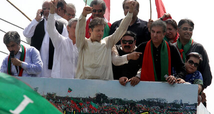 Thousands join convoy to Pakistan opposition rally