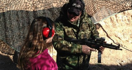 Girl, 9, accidentally kills Uzi instructor. Too young for guns? (+video)
