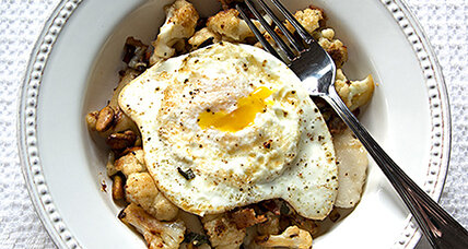 Cauliflower with pears, pistachios and eggs