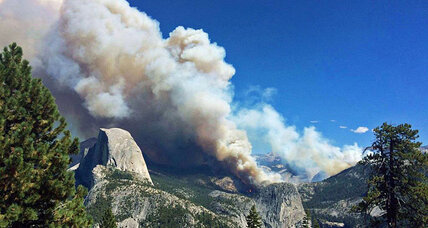 Yosemite fire quadruples in size, forces evacuation