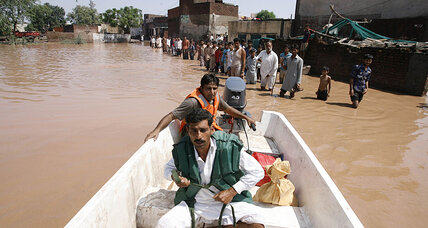 Flood leaves thousands stranded in Kashmir