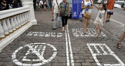 Heads up! Chinese city launches smartphone-only sidewalk