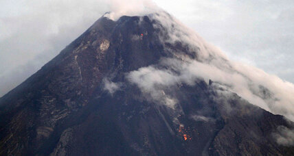 Thousands flee as lava flows from Philippines volcano