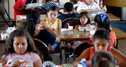 Child poverty rate declines in America for first time since 2000 (+video)