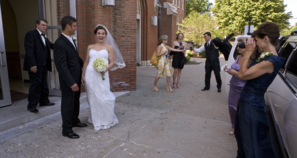 Record share of Americans are unmarried – even though most want to say 'I do' (+video)