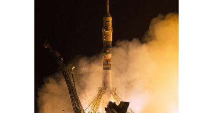 Despite broken solar panel, Soyuz docks safely with space station (+video)
