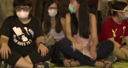 Hong Kong pro-democracy protesters undeterred by tear gas (+video)