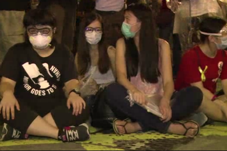 hong kong pro democracy protesters undeterred by tear gas. Black Bedroom Furniture Sets. Home Design Ideas
