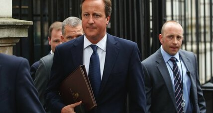 Cameron proposes Britain seize passports of those who fight with terrorists
