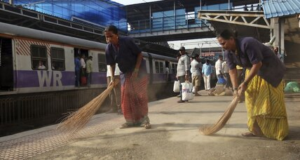 Invoking Gandhi, Modi vows to 'Clean India' by 2019. Is that possible? (+video)