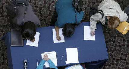 Jobless claims fall by 8,000, hinting at job market strength (+video)