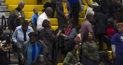 Voters walk out of Obama rally. A big deal? (+video)