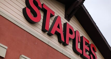 Staples investigating possible credit card data breach (+video)