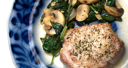 One-pan meal: pork chops with mushrooms and spinach