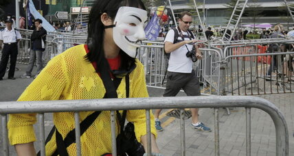 Hong Kong government starts dismantling protest barricades