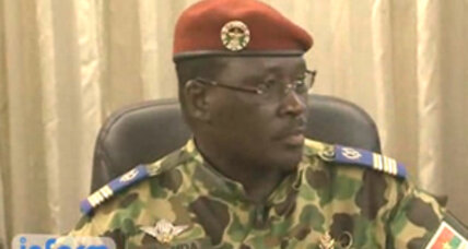 Burkina Faso names military leader as PM, after restoring country's constitution (+video)