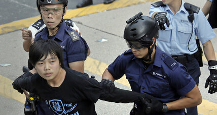 Hong Kong protesters resist eviction from camp. Are more clashes to come? (+video)