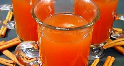 Thanksgiving beverage: Hot spiced cran-apple cider
