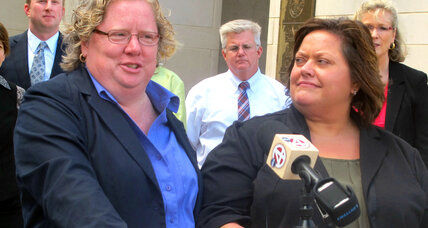Federal judge rules SC gay marriage ban unconstitutional (+video)
