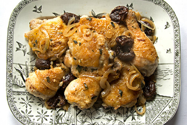 Cooking with dried fruit: Braised chicken with prunes and onions