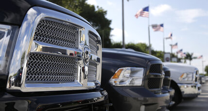 US auto sales accelerate thanks to low gas prices, holiday buzz