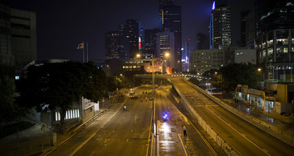 Mass arrests in Hong Kong as police tear down democracy protesters' barricades