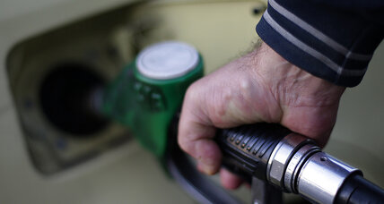 Gas prices are plummeting. Should you buy an SUV?