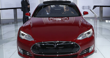 Tesla Model S P85D, S85D shows off at 2015 Detroit Auto Show