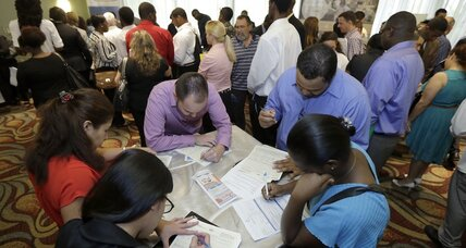 US jobless claims jump to a four-month high (+video)