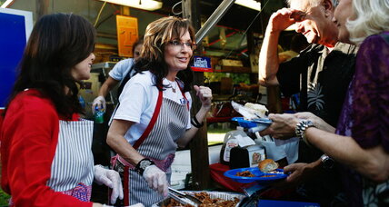 Sarah Palin talks 2016 bid while serving wild boar chili. Mitt who?