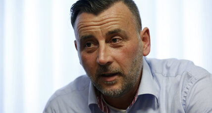 German PEGIDA leader steps down over Hitler-like photo