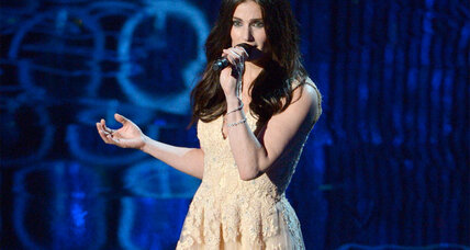 'Frozen' star Idina Menzel will take on the national anthem at Super Bowl XLIX (+video)