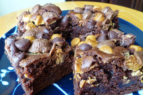 Nothing says Valentine's Day like chocolate brownies topped with candy ...