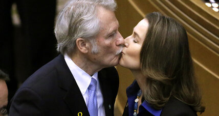 Oregon Gov. Kitzhaber steps down over ethics scandal involving fiancee
