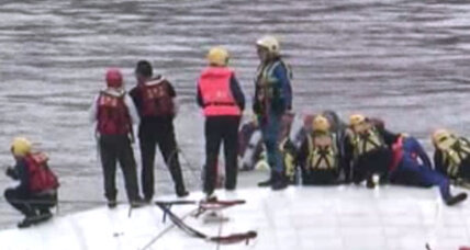 At least 26 dead after Taiwanese passenger plane crashes into river (+video)