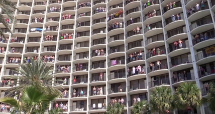 What does this Florida Holiday Inn do to wake up spring breakers? (+video)