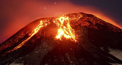 Thousands flee as Chilean volcano erupts
