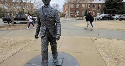 Before Ole Miss noose stunt, James Meredith wanted own statue destroyed