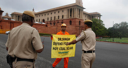 India bars funds for Greenpeace, calling it a threat to economic security (+video)