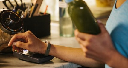 Jawbone Up4 fitness wristband doubles as an AmEx card