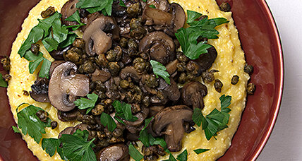 Creamy polenta with mushrooms and fried capers